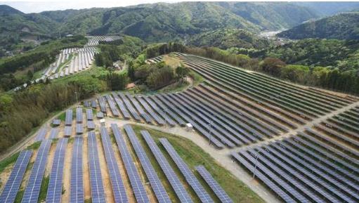 全球最大的水光互补光伏电站——百兆瓦国家级太阳能发电实证基地