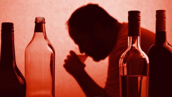 为什么一些人喝酒会上瘾?服用巴氯芬(baclofen)药物治疗酗酒成瘾富有争议