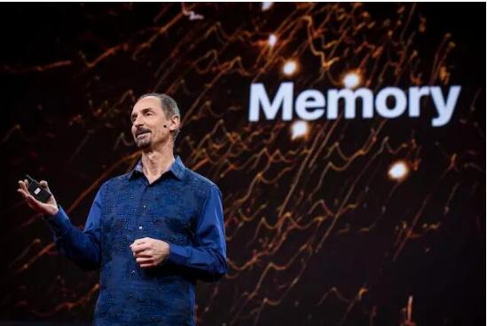苹果宣布Siri联合创始人汤姆·格鲁伯已经离职退休