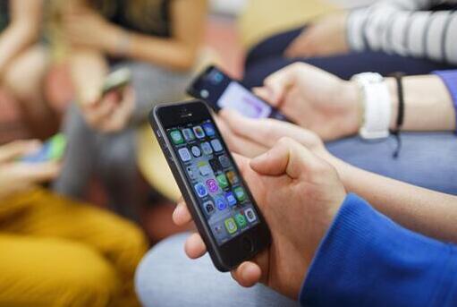 青少年过度使用手机等电子设备容易引发注意力缺陷/多动障碍(ADHD,俗称多动症)