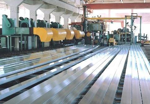世界第一高楼哈利法塔铝型材由中国广东兴发铝业提供