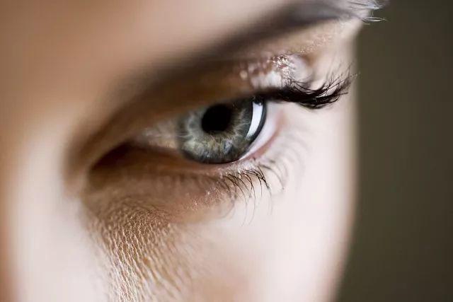 蓝光会导致眼睛黄斑变性即视网膜感光细胞死亡