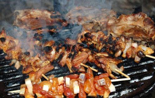 昌吉市内煤炭等高污染燃料制作的烧烤将绝迹