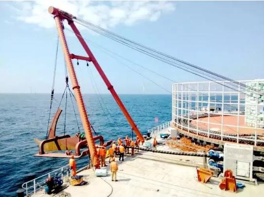 我国北方最大海上风电项目首根220千伏海缆完成敷设!
