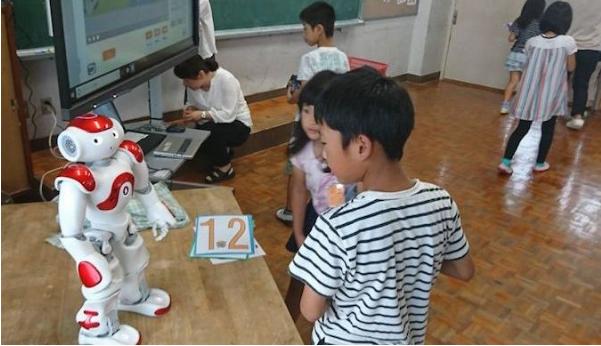 """老师""""成本""""太高 日本小学用机器人教英语"""