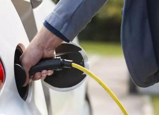 新型液流电池让电动汽车几秒钟完成充电