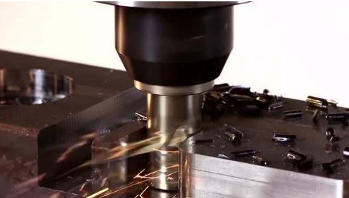 超精密飞刀铣削:一种刀具磨损及加工表面形貌的在线辨识新方法