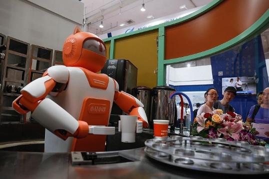 贾志鹏直言中国在AI与机器人方面与美国仍有差距