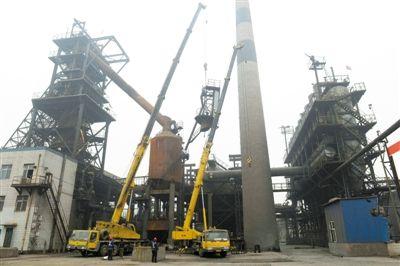 唐山去钢铁产能开始拆除首批冶炼设备