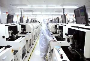 我国芯片生产技术水平比国外先进企业差多少?