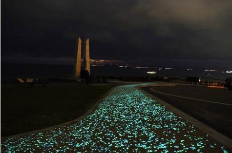 吸光自发光材质步道让飞凤桥成告白'神器'