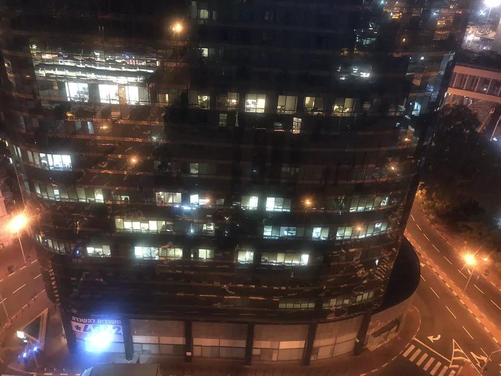 创新之城特拉维夫永不停歇,凌晨四点半灯火通明!