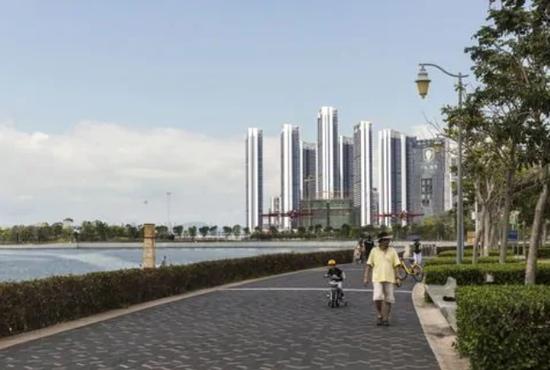 将深圳打造成一个高科技中心,成为中国新兴的硅谷