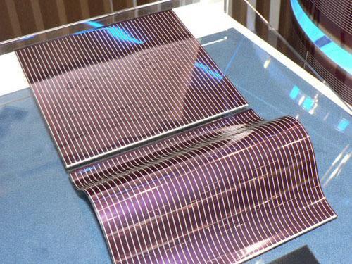双层设计的新型薄膜太阳能电池性能创造新纪录