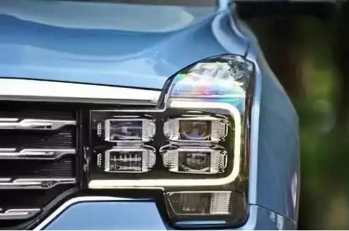 为什么很多汽车还用卤素大灯?