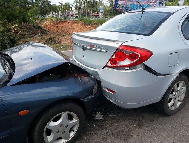 汽车停在路边不知被谁撞了怎么办?