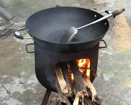 使用木柴和煤炭等固体燃料烹饪可能会诱发呼吸道疾病