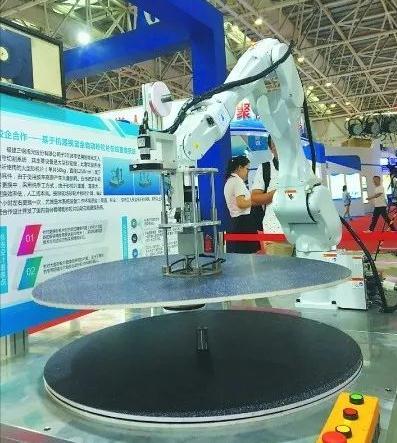 福建三钢集团研发辅助砂轮片自动在线更换设备