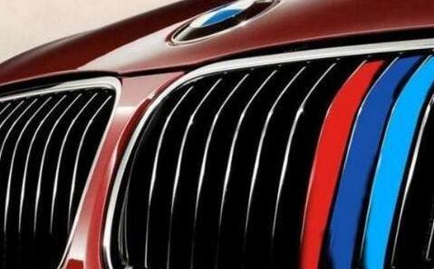很多车子前脸有红白蓝三个颜色装饰条是什么意思?
