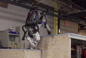 """机器人展示跑酷技能,疑是""""里面有人"""""""