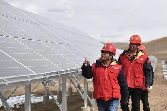 青海玛多4.4兆瓦光伏扶贫联村电站正式并网发电