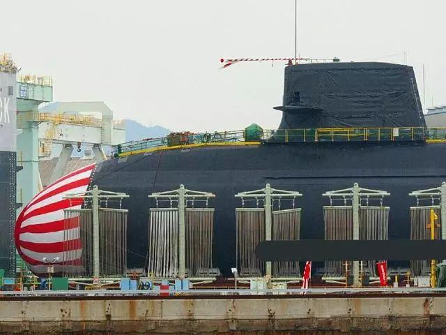日本装备锂电池的苍龙潜艇下水  充电2小时能跑4天