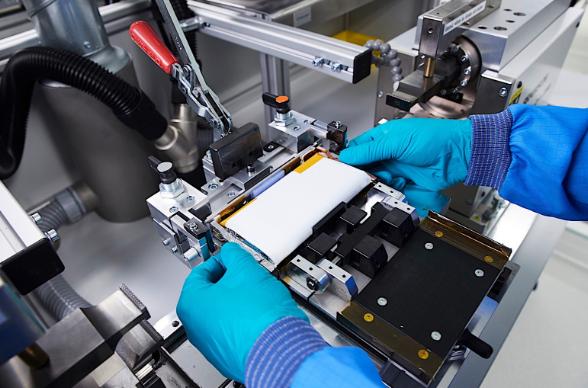 宝马联手Northvolt与优美科联手开发电动汽车电池循环利用新技术