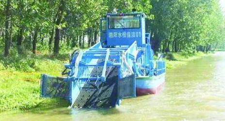 全自动水草收割船:平均每日收割水草20余吨