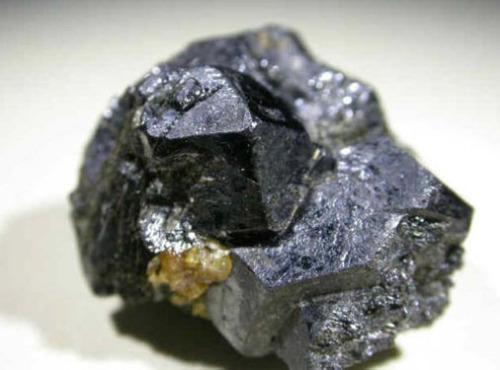 未来替代硅太阳能电池的候选者:拥有独特性质的卤化钙钛矿材料