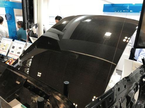 碳纤维增强型塑料制成的车顶重量比钢制车顶轻60%
