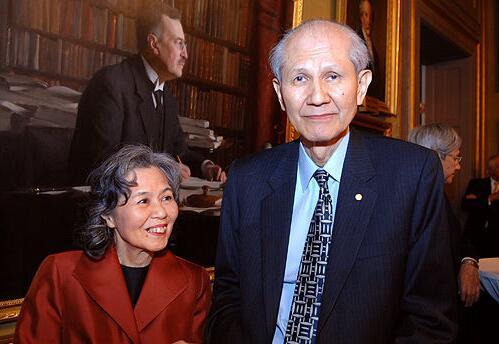 下村脩去世,系2008年诺贝尔化学奖获得者