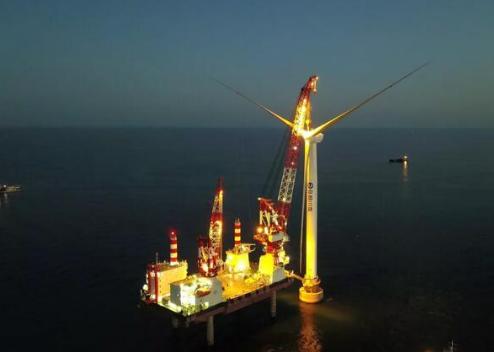 大连庄河海上风电风机吊装成功