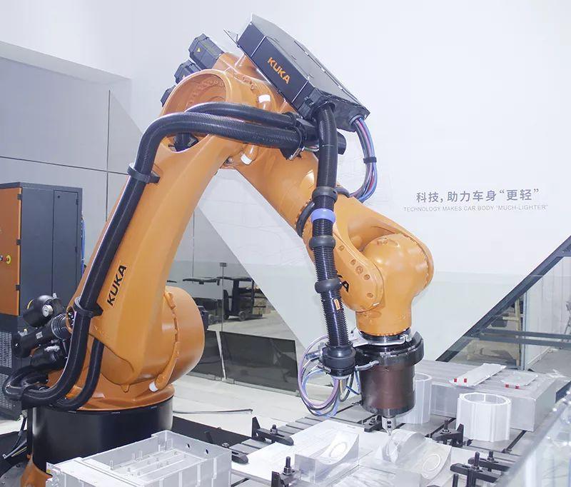 机器人焊技术在汽车制造中的应用