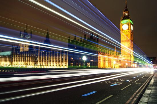 """""""数字服务税""""将在英国开始征收,税率为2%,针对亚马逊、谷歌和苹果等科技巨头"""