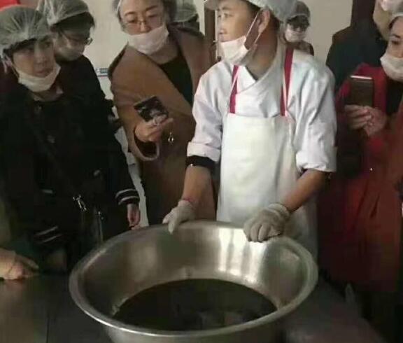 威海学校重复用油事件:环翠区温泉学校食堂重复使用食用油被调查