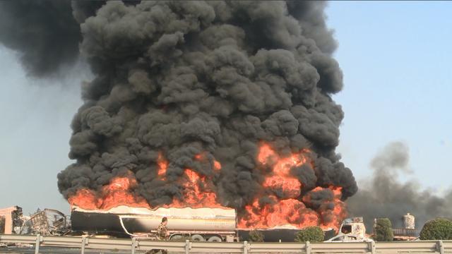 山东21辆车相撞起火事故2人死亡:青银高速高唐境内两处事故21辆相撞16辆起火