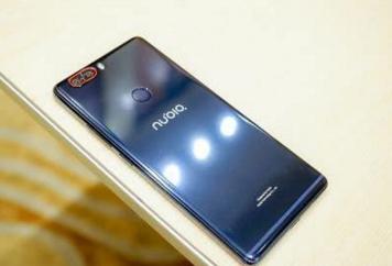 努比亚X采用前后双屏设计,全球首家COB封装LCD