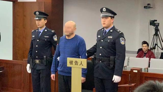 男子代购逃税74万受审,代购手表、项链、化妆品等
