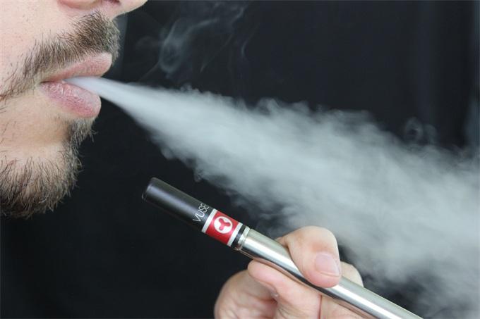 Juul将停止所有口味电子烟的零售销售,并把购买烟草的最低年龄提高到21岁