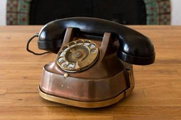 """智能音箱以""""老式电话""""样貌出现,内置亚马逊语音助手"""