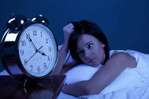 半夜3一5点醒怎么回事?半夜醒来睡不着怎么办?