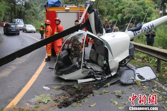 直升机坠落峨眉山:西林凤腾通用航空民用小型直升机在迫降时发生意外