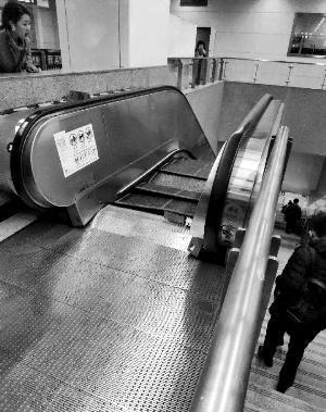 北京地铁10号线角门西站扶梯踏板塌陷,无人员伤亡