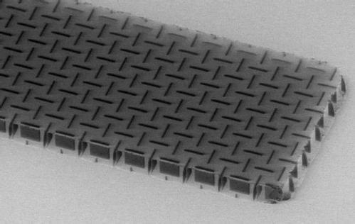 宾夕法尼亚大学工程师团队创建了一种名为nanocardboard的新材料