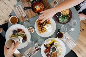 """棕色脂肪与肠道激素会向大脑传递""""吃饱了""""的信号"""