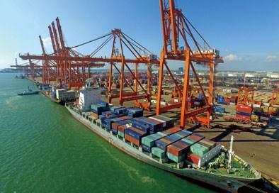 钦州保税港区建成8个10万吨级集装箱泊位