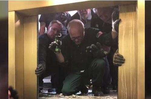 高楼电梯突然坠落是什么原因?电梯坠落如何自救?
