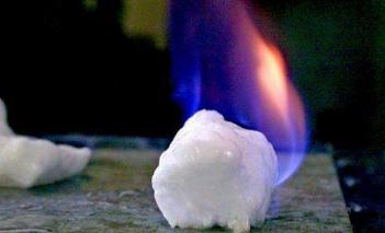 日本政府正探索将可燃冰作为常用能源的可行性