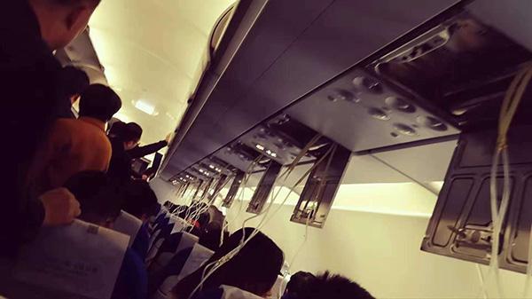 东航氧气面罩脱落怎么回事?东方航空MU5257青岛飞广州航班氧气面罩意外脱落