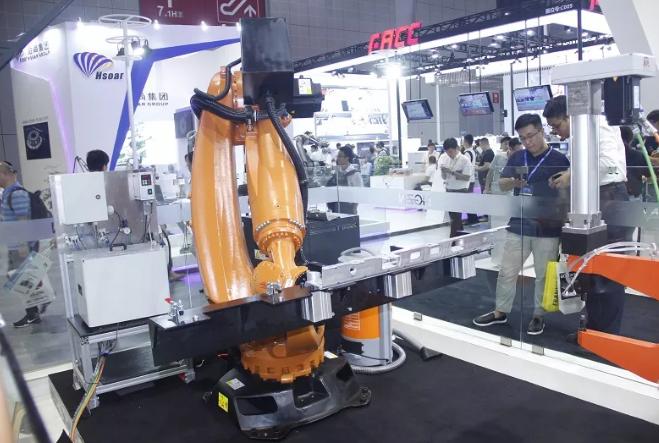 自冲铆接(SPR)机器人技术是如何应用创新的?